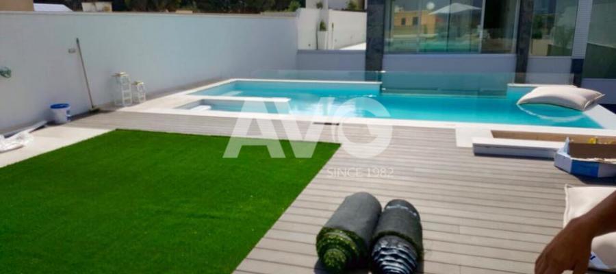 Cỏ sân vườn trang trí khuôn viên, tạo cảnh quan cho bể bơi biệt thư Malta